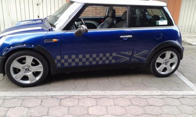mini cooper con franjas laterales - personalizacion de vehiculos guatemala