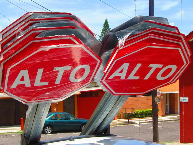 alto - señal de transito guatemala