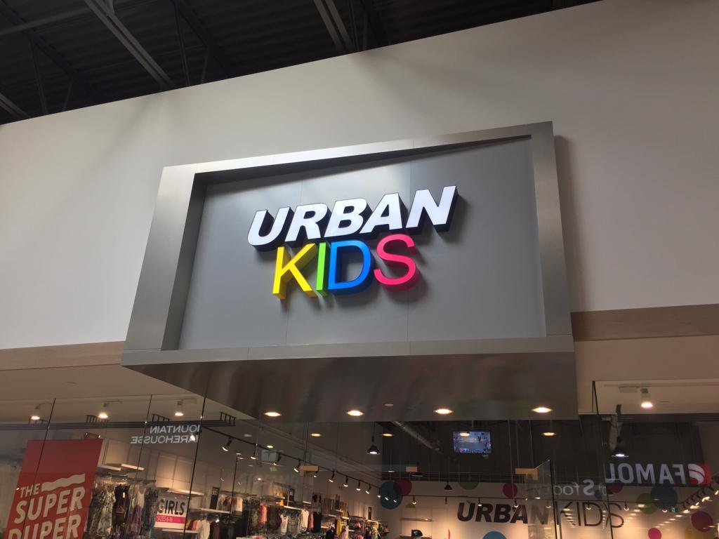 letra tipo block - negocio en centro comercial