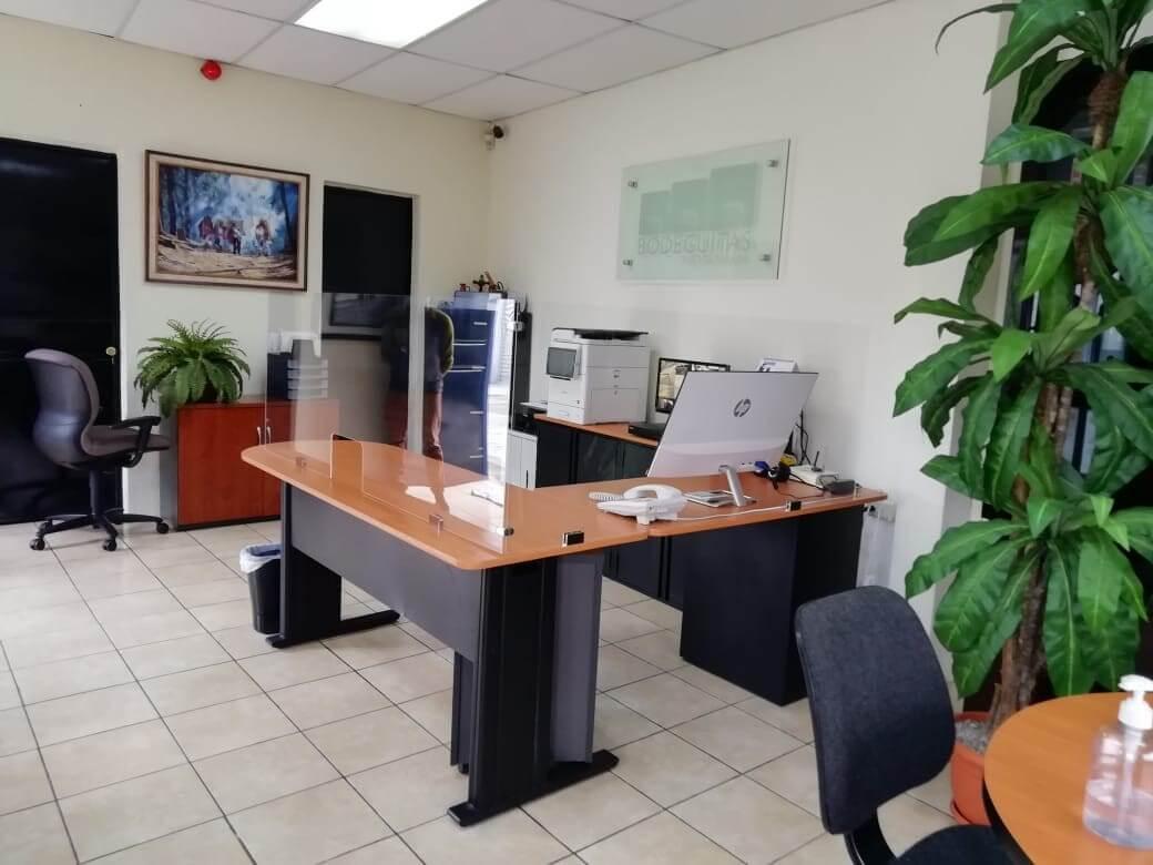 escritorio oficina barrera acrilico guatemala